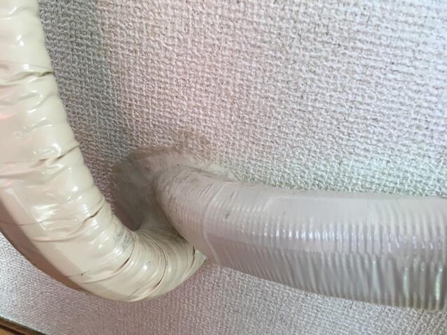 エアコンのパテを子供が触る